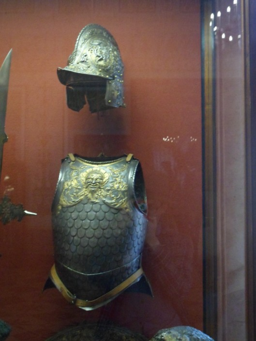Armour consisting of a crested burgonet with beak and small cheek-pieces and a breastplate with an upper breast embossed with a mask and floral patterns and a middle and lower chest embossed with scales